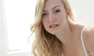 Alexa grace - (black and blonde)