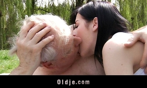 Young dark brown bitch bonks with granddad in the park
