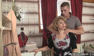 Mother-in-law jumps at his large shlong as his hotwife leaves