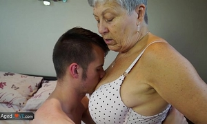Agedlove granny savana drilled with really hard stick